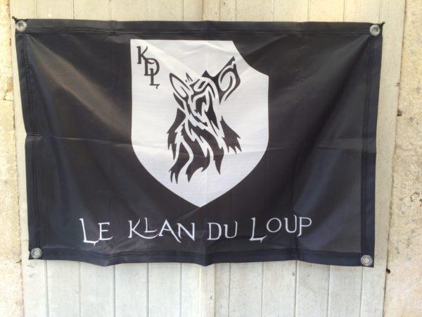 Drapeau noir Le Klan du Loup