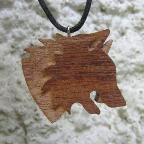 Pendentif bois Tête de Loup sculptée